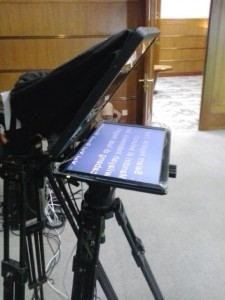 teleprompter-video-baca-samping